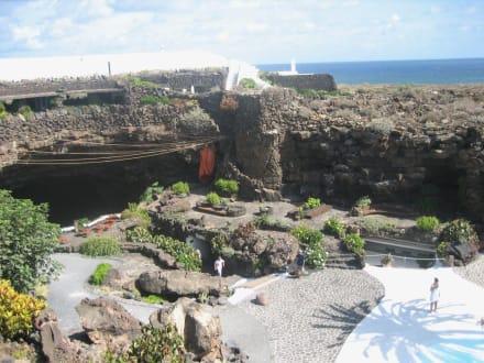 Garten und Höhlenausgang - Jameos del Agua Cesar Manrique