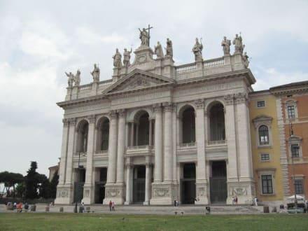 Basilikaeingang - Basilika San Giovanni in Laterano