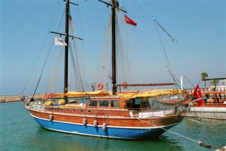 Boot im Hafen von Side - Hafen Side