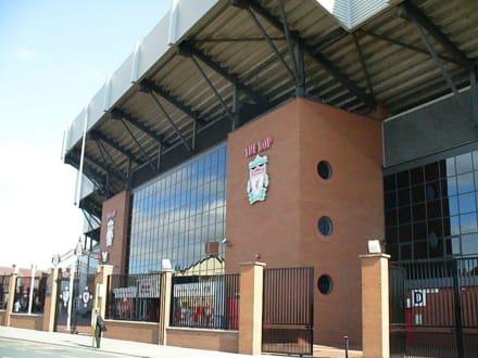 Grand Kop Stand von aussen - Anfield Road