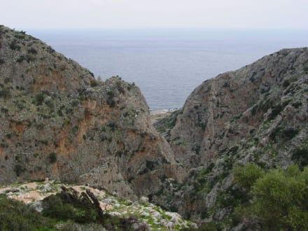 Blick zum Meer - Klosterruine Katholikó Chorafakia