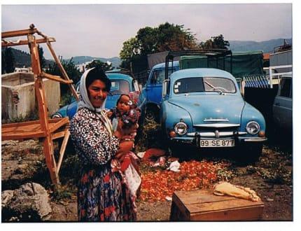 Marktfrau mit Baby in Söke - Wochenmarkt in Söke