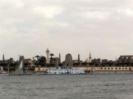 Blick über den Nil in Luxor - Nil