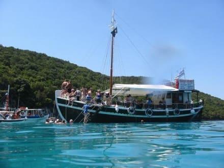 Unser Boot in der blauen Lagune - Bootstour Costa's Moraitika