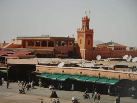 Blick auf den Platz - Place Djemaa el Fna