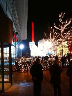 Weihnachtsmarkt Wolfsburg öffnungszeiten.Autostadt Im Dezember Mit Weihnachtsmarkt Bild Autostadt Wolfsburg
