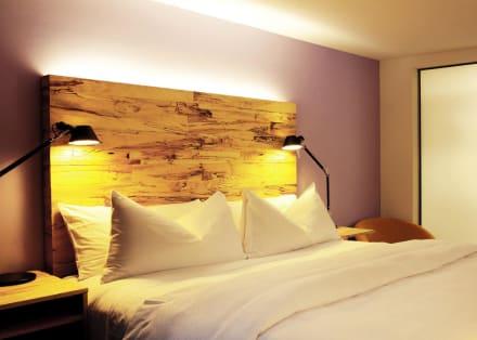 california king size bett bild seminar und wellnesshotel stoos in stoos zentralschweiz schweiz. Black Bedroom Furniture Sets. Home Design Ideas