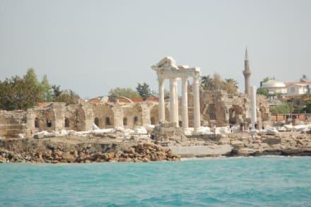 Blick auf den Tempel - Bootstour Side