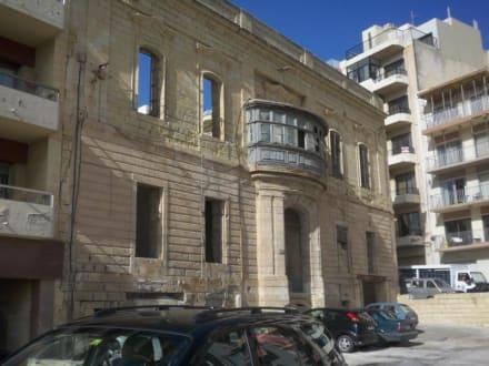 Nur noch Fassade ... - Hafen Sliema