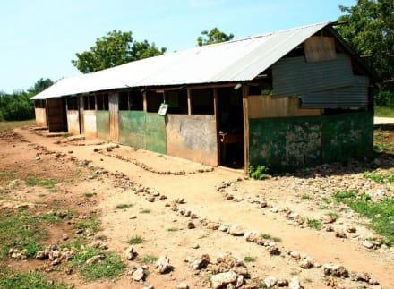 Schulgebäude bei Ukunda - Hells Kitchen
