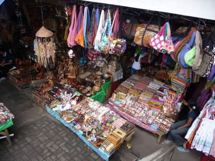 Textilecke auf dem Zentralmarkt - Markt in Ubud