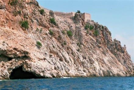 Blick auf die Festungsmauer - Bootstour Alanya