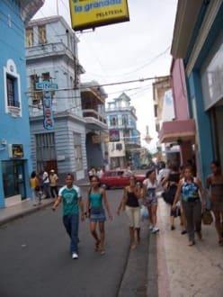 Cine Cuba und Pizzeria - Friedhof Santa Ifigenia