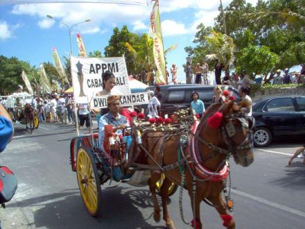 Rosenmontagszug Bali - Straßenumzug in Kuta