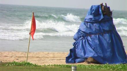 Rote Fahnen dingend beachten - Strand Bentota