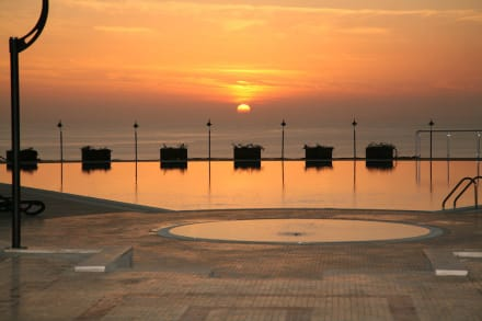 Relaxpool at Sunset -