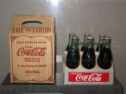alte glasflaschen bild coca cola world in atlanta. Black Bedroom Furniture Sets. Home Design Ideas