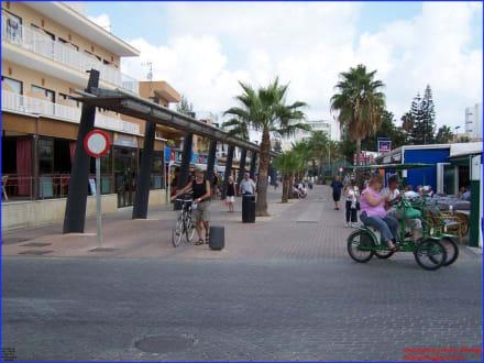 Shopping Center Fussgängerbereich - Strand Cala Millor