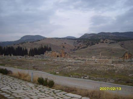 Teile der Festungsmauer! - Hierapolis