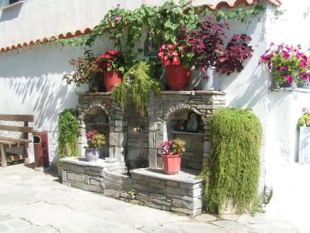 Geschmückter Brunnen - Kloster Agios Panteleimonas