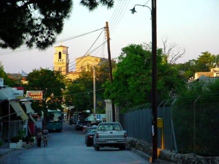 Straße zur Kirche - Akrokorinth