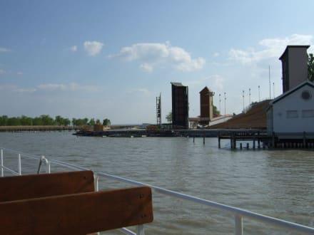 Auslaufen vom Hafen Mörbisch - Gangl Radfähre