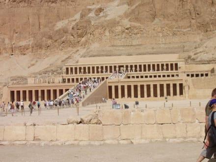 Ausflug ins Tal der Könige - Ausflugsfoto - Tempel der Hatschepsut