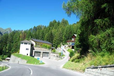Noch immer steile Abfahrt - Großglockner Hochalpenstrasse