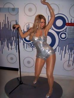 Die Frau mit dem unaussprechlichen Namen - Madame Tussauds Wachsfigurenkabinett