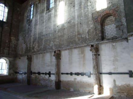 Burchardikirche: Eingangsbereich - Burchardi Kirchenorgel