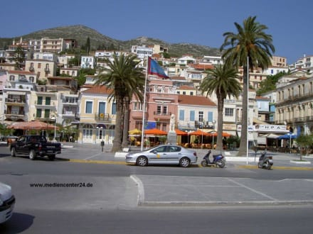 Samos, Treffpunkt mit vielen Cafes - Marktplatz