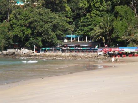 Daeng Restaurant am Nordende des Karon Beach - Strandrestaurant Daeng