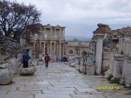 Rechts war das Freudenhaus! - Antikes Ephesus