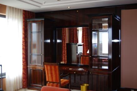 Schreibtisch im schlafzimmer bild maritim hotel berlin for Schreibtisch im schlafzimmer