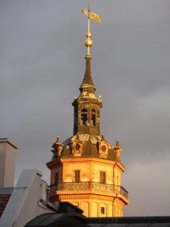 Turm der Nicolaikirche vom Hotelfenster - Steigenberger Grandhotel Handelshof