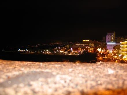 Blick über Puerto de la Cruz bei Nacht - City