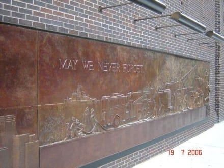 Gedenktafel am Ground Zero - Ground Zero