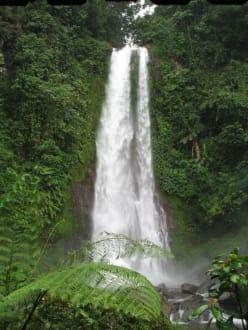 Etwas größer nach der Regenzeit! - Git Git Wasserfall