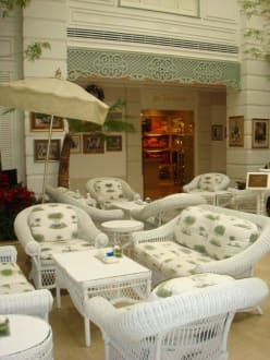 Authors Lounge - Oriental Hotel