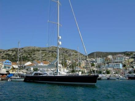 Yacht im Hafen vonPythagorion - Hafen Pythagorion