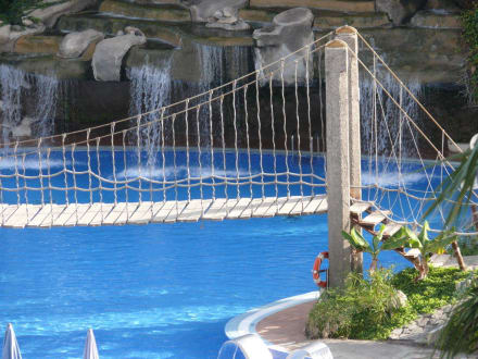 pool mit wasserfall bild hotel best tenerife in playa de las americas teneriffa spanien. Black Bedroom Furniture Sets. Home Design Ideas