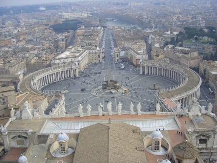Der Petersplatz von der Kuppel aus gesehen - Petersplatz