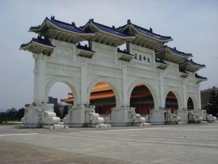 Das Portal zur CK Memorial Hall - Chiang Kai Shek Memorial Hall