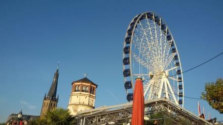 Das Riesenrad fuhr noch nicht - Uferpromenade Düsseldorf