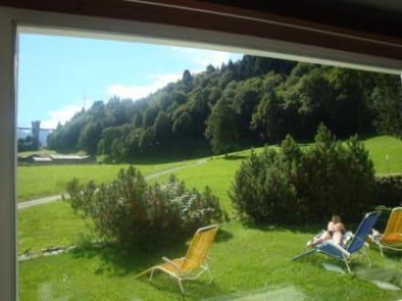 Panoramafenster im Bad - Kurhotel Bad Serneus