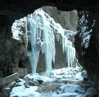 Wände von Eiszapfen in der Klamm - Partnachklamm