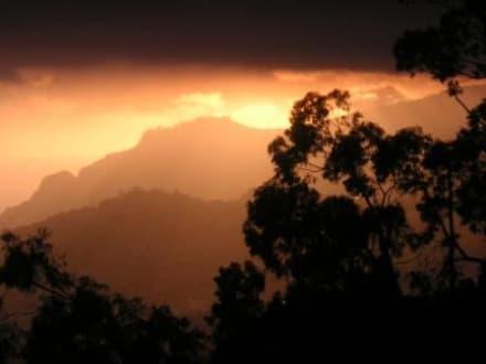 Stimmung nach Gewitter über Funchal - Levadawanderung