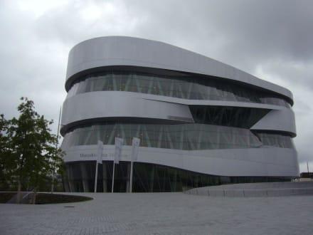 Museum von außen - Mercedes-Benz Museum