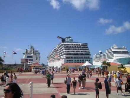 In St.Maarten - Carnival Miracle