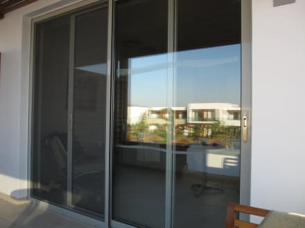 balkont r mit fliegengitter bild hotel palazzo del mare in marmari kos griechenland. Black Bedroom Furniture Sets. Home Design Ideas